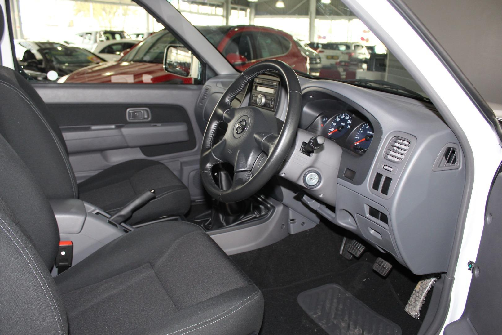 2021 Nissan NP300 Hardbody 2.4 Double Cab 4x4- Picture 6