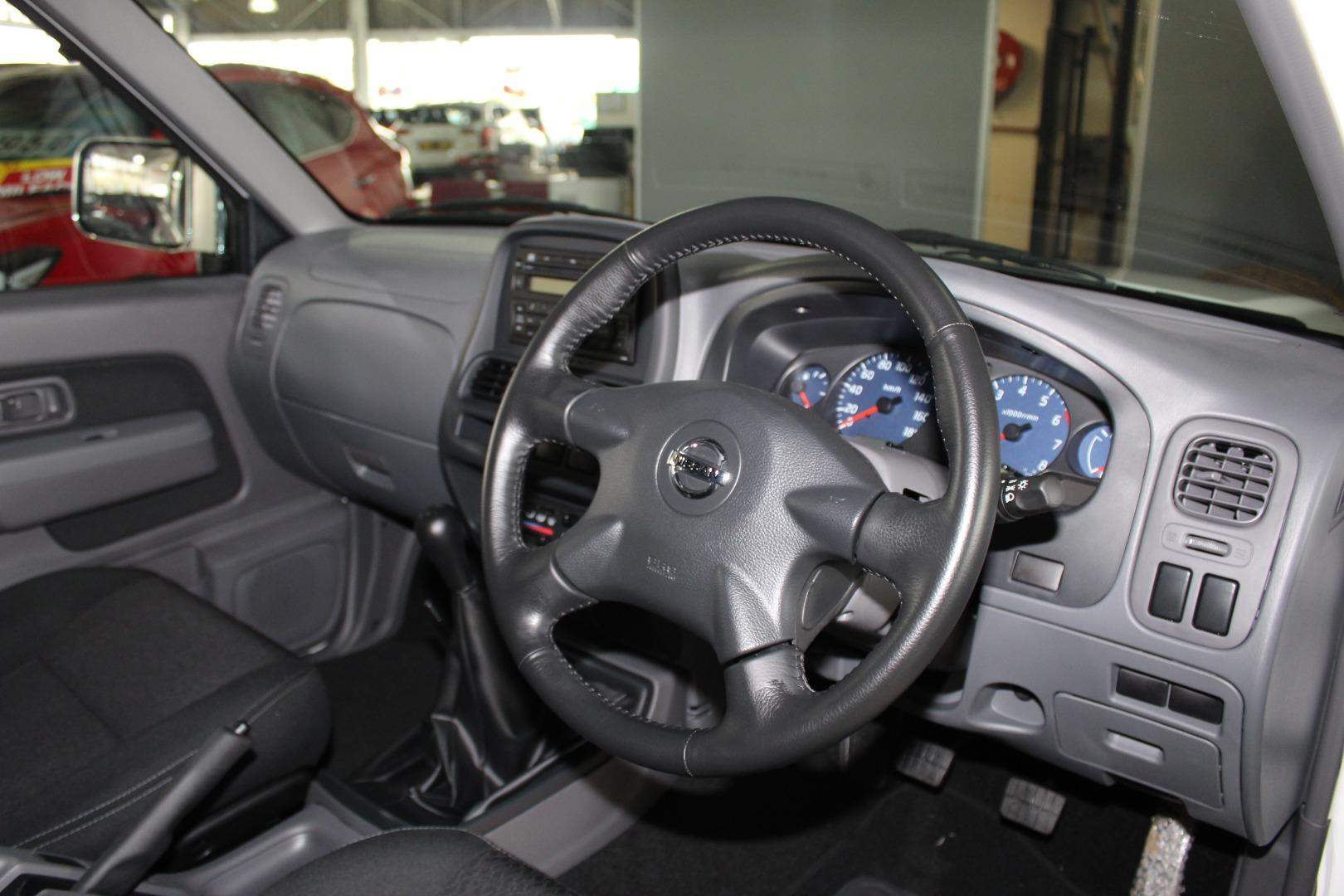 2021 Nissan NP300 Hardbody 2.4 Double Cab 4x4- Picture 7