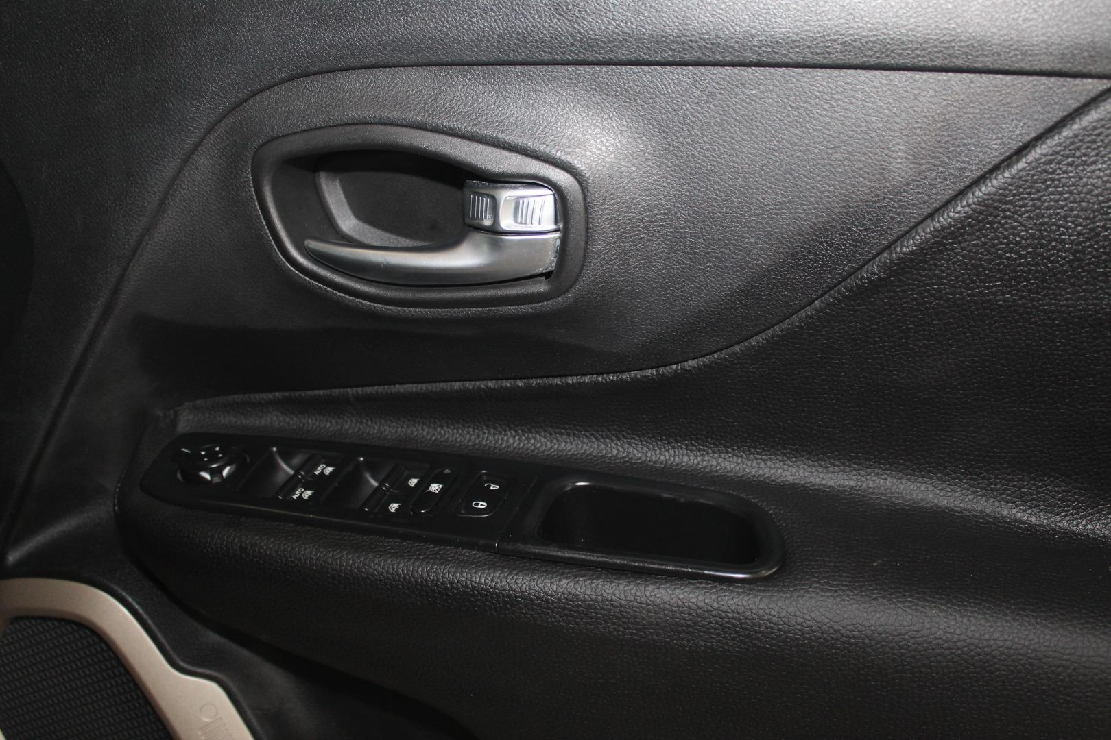 2015 Jeep Renegade 1.4L T Limited- Picture 5