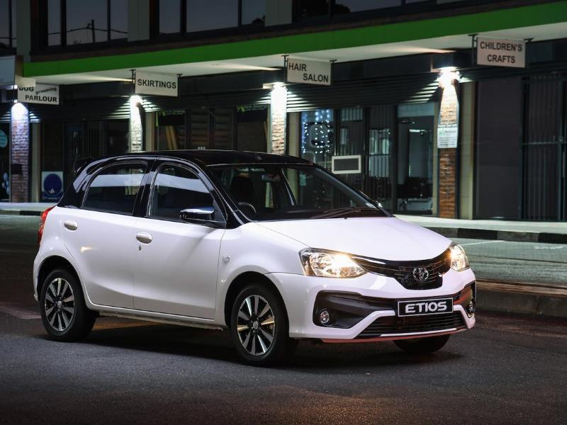 How to replace a headlamp bulb on a Toyota Etios - Motoring