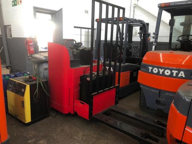 RAYMOND 8900 Electric stacker for sale in Johannesburg - ID