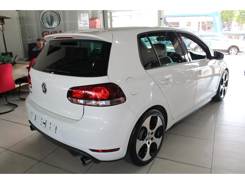 2011 Volkswagen Golf GTi- Picture 2
