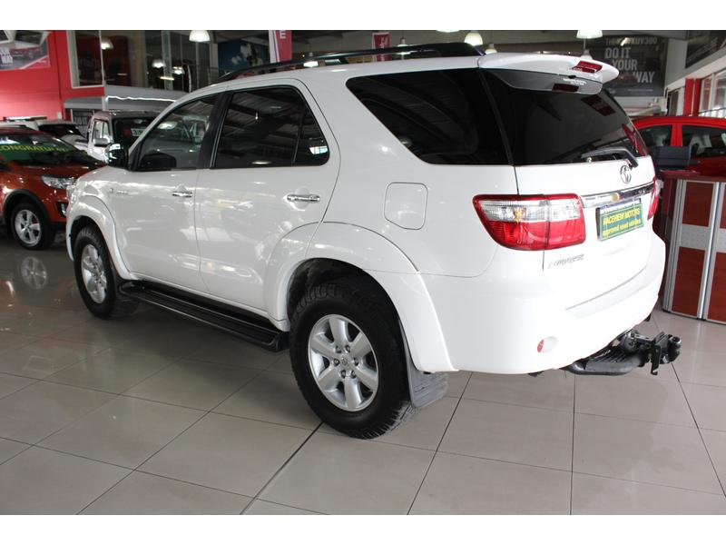 2011 Toyota Fortuner 3.0D-4D 4x4 Auto- Picture 3