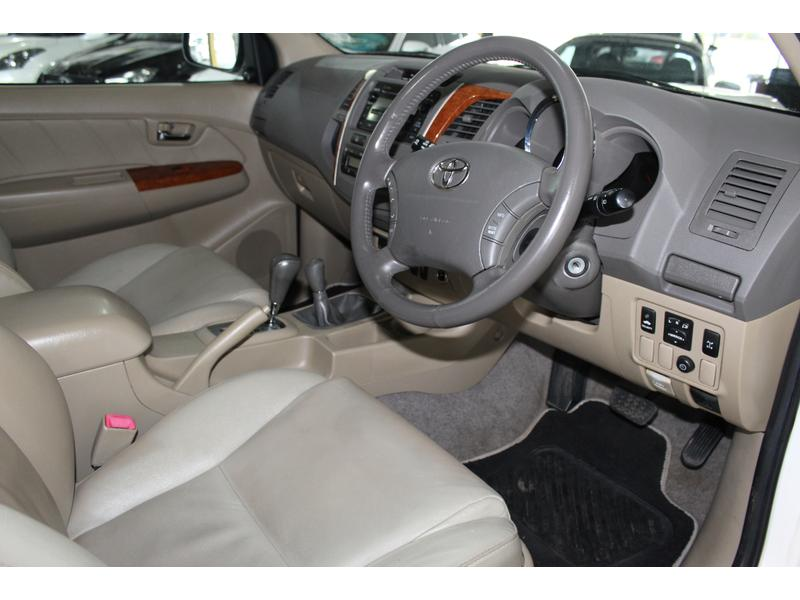 2011 Toyota Fortuner 3.0D-4D 4x4 Auto- Picture 6
