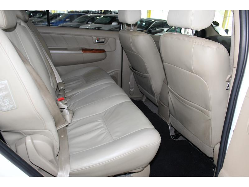 2011 Toyota Fortuner 3.0D-4D 4x4 Auto- Picture 7