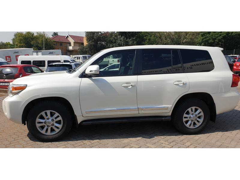 2013 Toyota Land Cruiser 200 4.5 D-4D Vx At