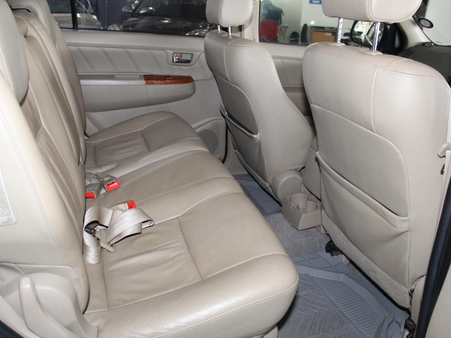 2011 Toyota Fortuner 3.0D-4D Auto- Picture 4