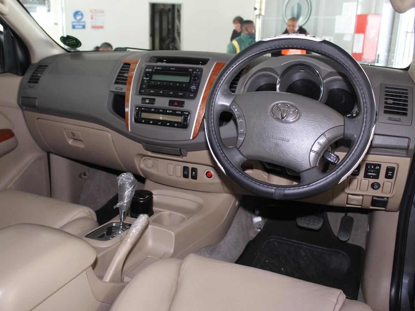 2010 Toyota Fortuner 3.0D-4D Auto- Picture 3