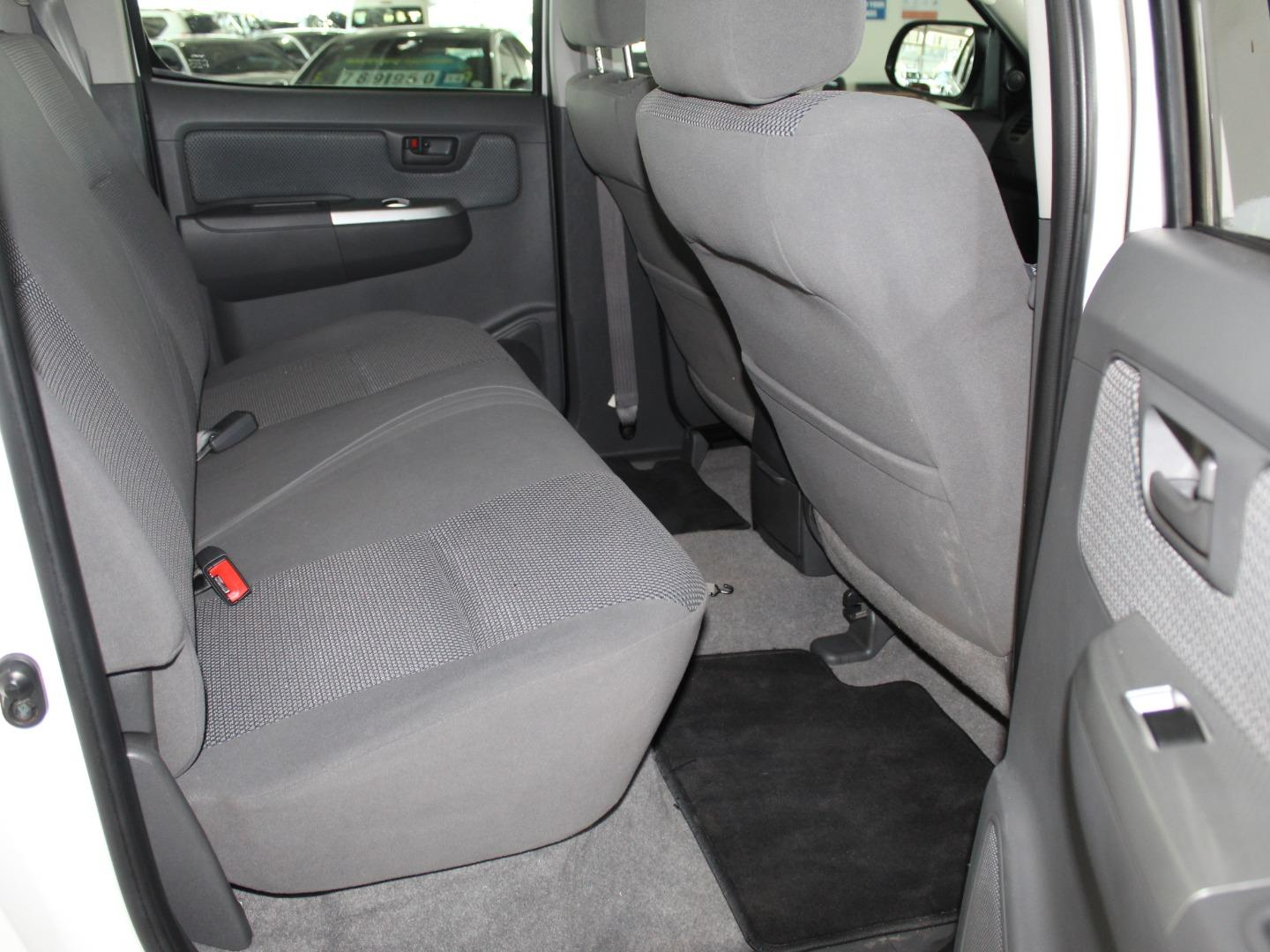 2014 Toyota Hilux 4.0 V6 Double Cab Raider- Picture 4