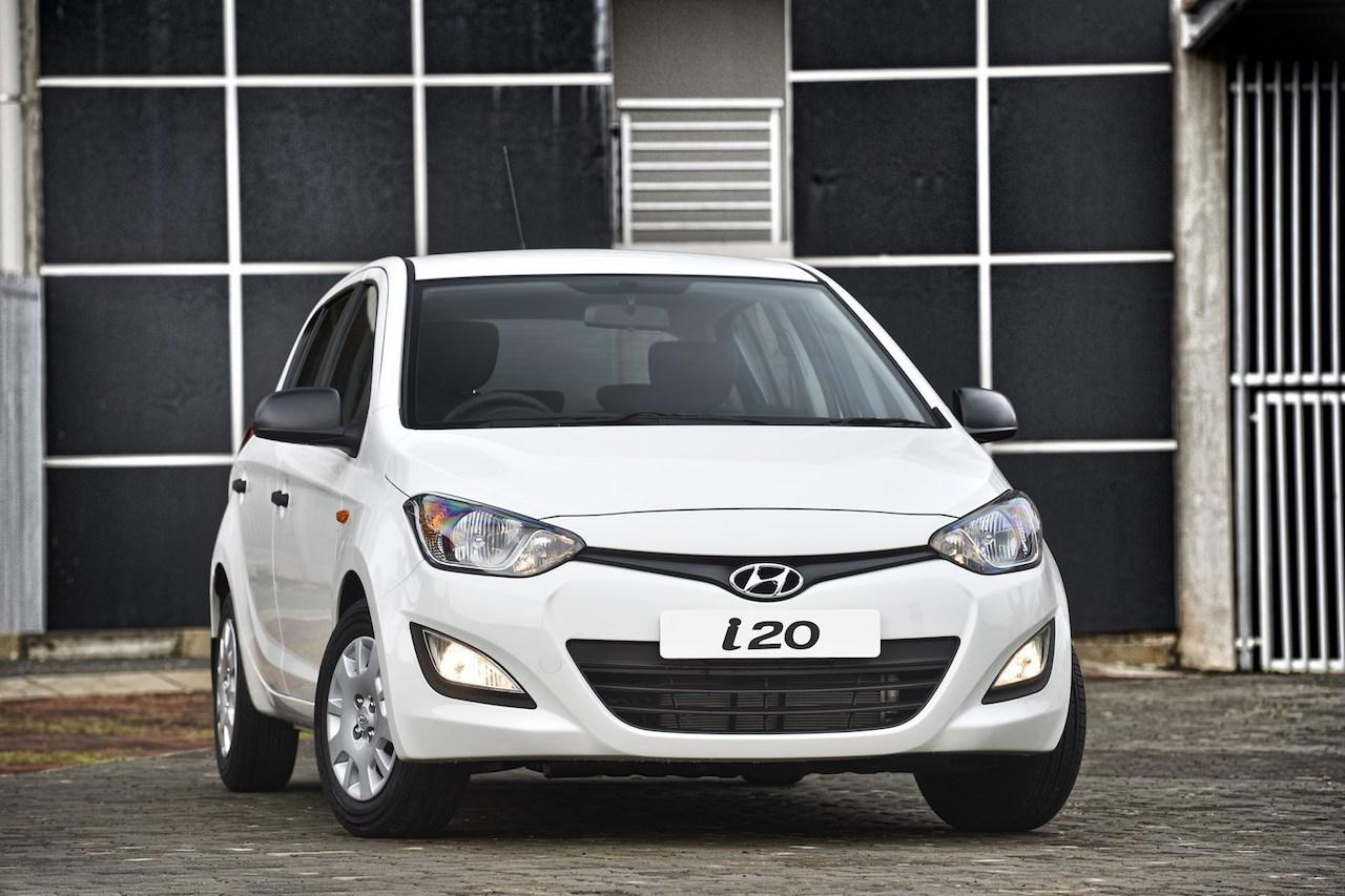 How To Change Wiper Blades On A Hyundai I20 Motoring News And Advice Autotrader