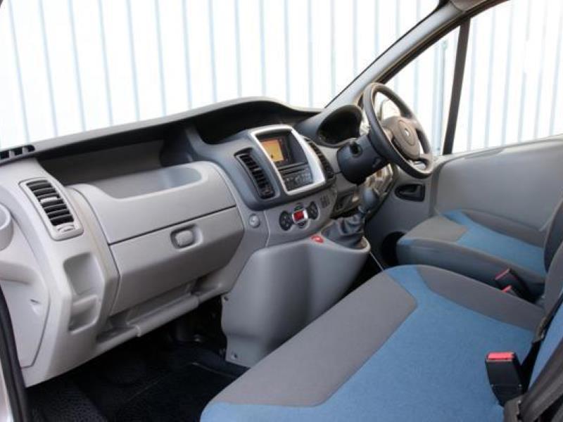 Renault Trafic 2 0D SL27 dCi 115 Sport Van Review 2011 - Expert